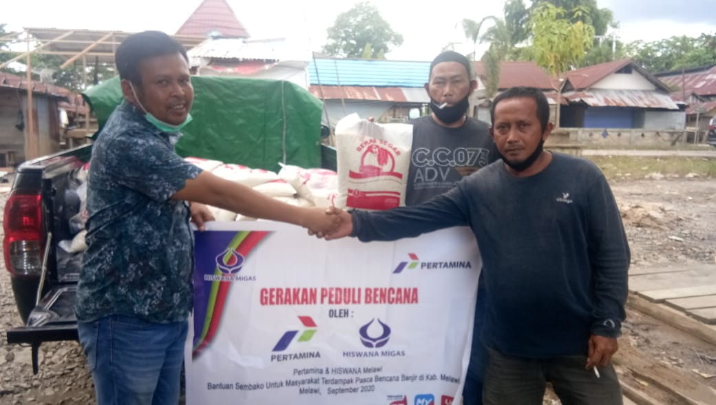 Hiswana migas Salurkan Bantuan Korban Banjir Kabupaten Melawi ke warga