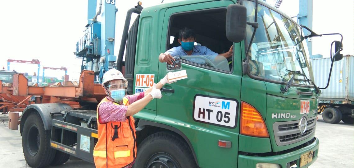 Dukung Pemerintah Cegah Penyebaran Covid -19, PT IPC Terminal Petikemas Bagikan 5000 Masker Di Seluruh Area Kerja